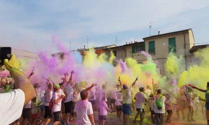 Boom di presenze alla ColorBariàRun: ecco i 350 coloratissimi atleti FOTO