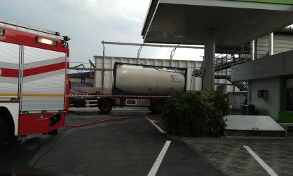 Esplosione a Verdello, operaio ustionato durante il lavaggio di una cisterna FOTO