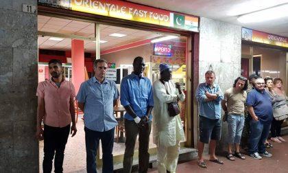 Senegalese picchiato da uno spacciatore, solidarietà in piazza Affari
