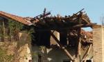 Crolla la cascina, residenti in pericolo