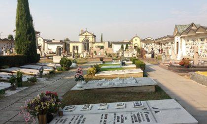 Furti di rame al cimitero, da un mese spariscono i vasi dei fiori