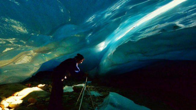 Scoperta grotta nel ghiacciaio in Valtellina: presto svanirà VIDEO