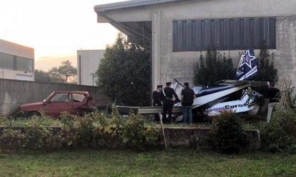 Ultraleggero caduto nel giardino di un'azienda nel Bresciano