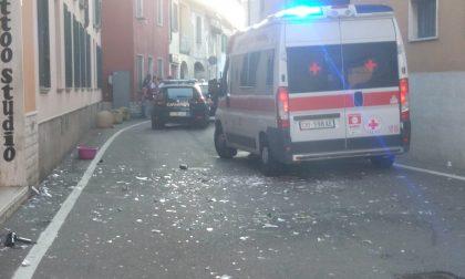 Lancia piatti, bottiglie (e insulti) dalla finestra, fermato dai carabinieri FOTO
