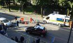 Ciclista contro la portiera, ferita una 63enne