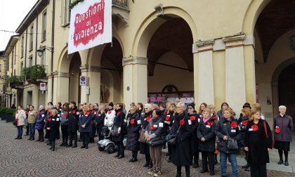 Violenza sulle donne, un flash mob a Treviglio FOTO e VIDEO
