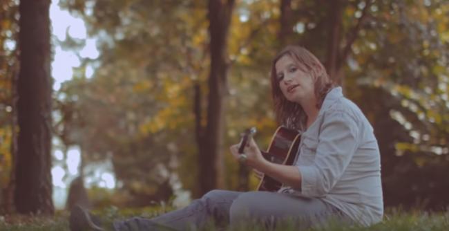 Aprile per sempre, grande successo per il singolo di Francesca Soliveri VIDEO