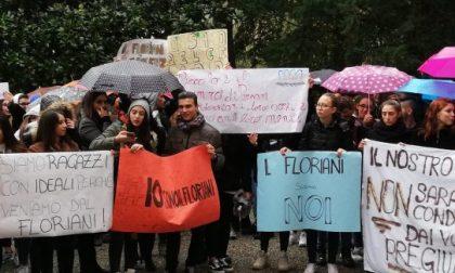 Corteo di solidarietà per la professoressa aggredita in classe
