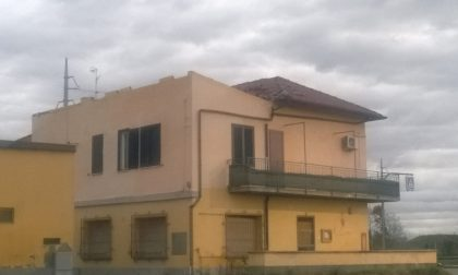 La tromba d'aria gli ha sradicato il tetto famiglia di Cassano disperata FOTO