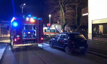 Incendio in un condominio a Cassano, intervento dei pompieri FOTO