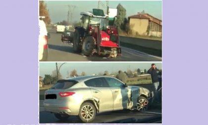 Scontro al Pip, Maserati finisce contro un trattore