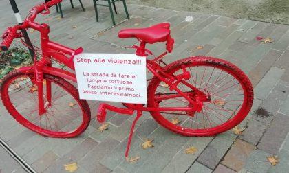Una bicicletta rossa contro la violenza