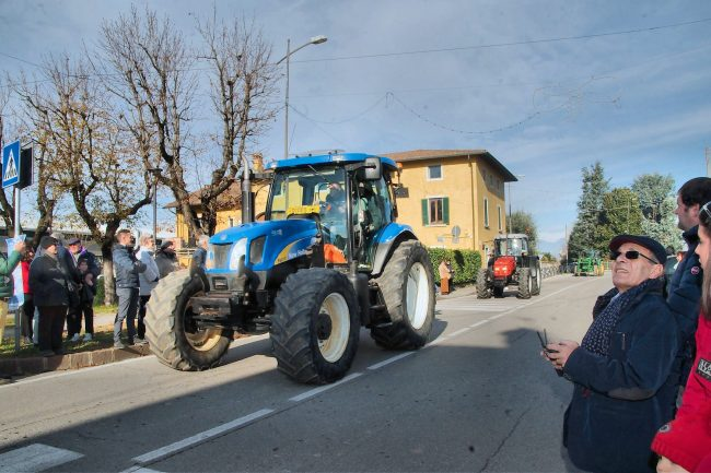 Basella &#8220&#x3B;capitale&#8221&#x3B; dell&#8217&#x3B;agricoltura della Bassa: quasi 200 trattori nella frazione FOTO