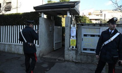 Uccide il figlio colpendolo con uno schiacciapatate, poi chiama i carabinieri