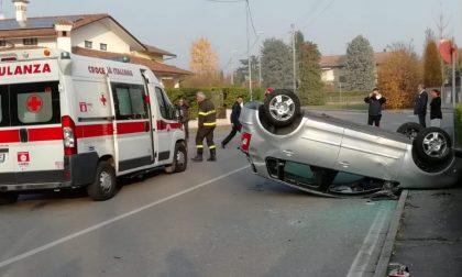 Incidente a Cologno, auto ribaltata