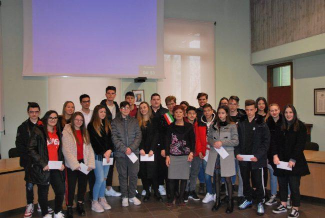 9d8648b5e4 Borse di studio agli studenti più brillanti di Pontirolo - Giornale ...