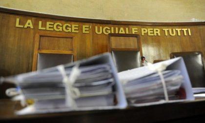 Si spaccia per un giudice e si fa consegnare migliaia di euro