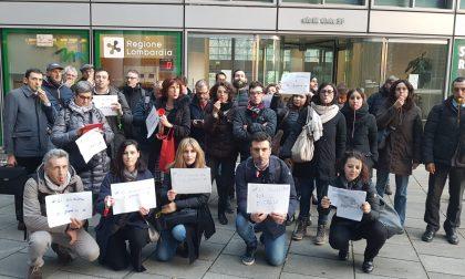 """Pendolari romanesi in protesta davanti alla Regione """"Ci scusiamo per il disagio"""" FOTO"""