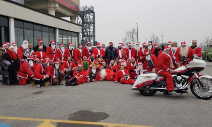 Ospedale invaso di Babbi Natale (in moto) per visitare i bambini del reparto di pediatria – FOTO