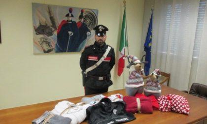 Ruba peluches natalizi, arrestato 49enne