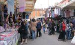 Agenti in borghese al mercato contro borseggi, accattonaggio molesto e reati amministrativi