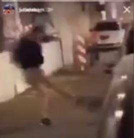 Gallina presa a calci come un pallone: caccia ai bulli