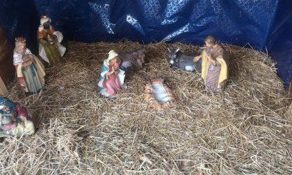 Piazza Don Sandro, rubato Gesù bambino FOTO