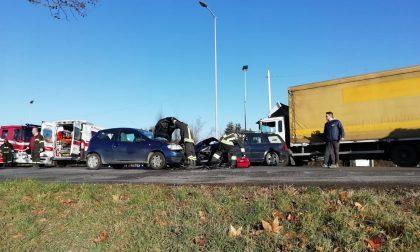 Schianto tra due auto all'incrocio sulla Francesca FOTO