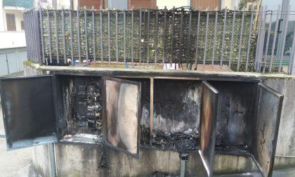 Quattordici famiglie senza corrente per un incendio