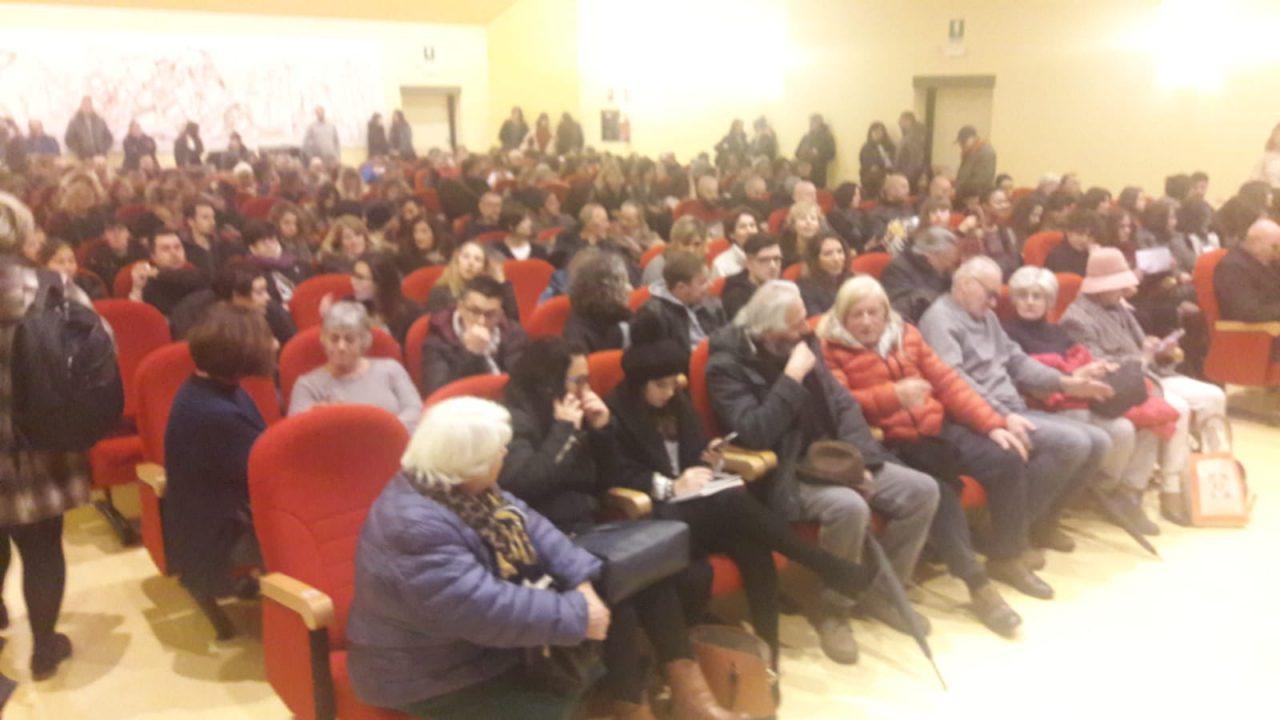 Folla per casting con Elio Germano