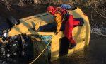 Esce di strada e finisce nel canale: ragazza ferita