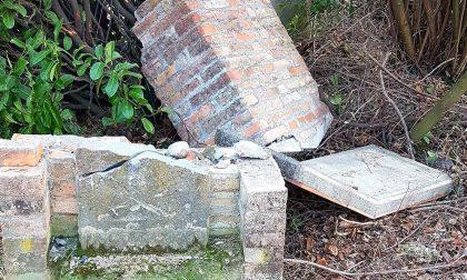 Stele dei morti dell'arca trovata spaccata in due