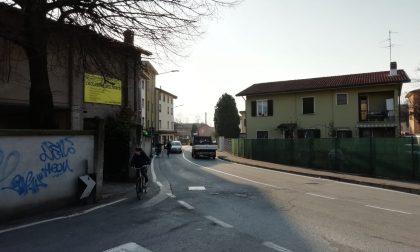 """La Lega si scaglia contro la sosta """"selvaggia"""" in via Locatelli"""