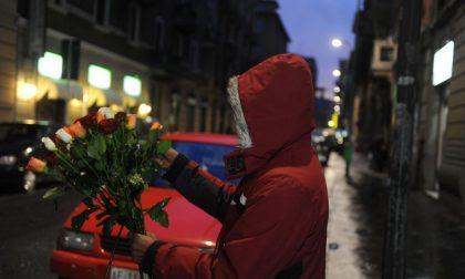 Usava minori per vendere fiori abusivamente, fermato dalla Locale
