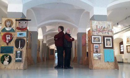 L'incontro di due artisti agli opposti in una mostra