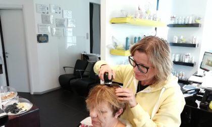 Parrucchiera speciale: aiuta le donne malate di cancro