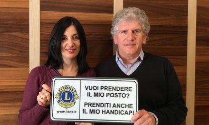 Il Lions Club di Romano dona 35 cartelli a favore dei disabili