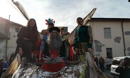 Carnevale a Fara d'Adda: i carri invadono il paese FOTO