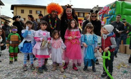 E' Carnevale, festone in piazza FOTO
