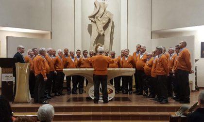 Coro Alpa in festa, donati 1500 euro per aiutare Christian FOTO