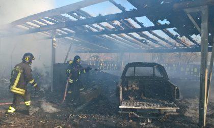 Incendio a Bariano, pick-up distrutto dalle fiamme FOTO