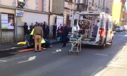 Anziano cade a terra, ambulanza in via Portaluppi