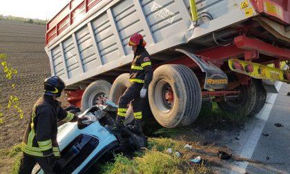 Auto travolta dal rimorchio di un trattore sulla Soncinese FOTO