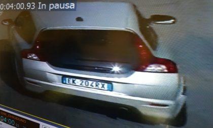 Auto ricercata in fuga dopo aver speronato la macchina della Polizia