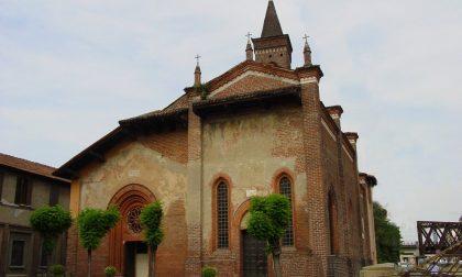 Prete s'impicca per errore pulendo le grondaie della chiesa