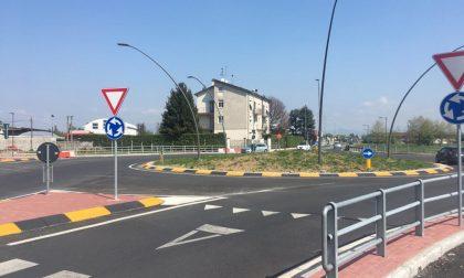 Apre al traffico la rotonda di via Bergamo