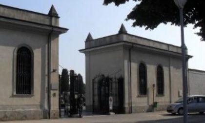 Sindaco e prevosto al cimitero per rendere omaggio ai defunti