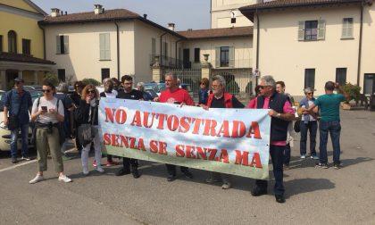 Autostrada Treviglio-Bergamo, al Cerreto sfila la manifestazione dei contrari FOTO