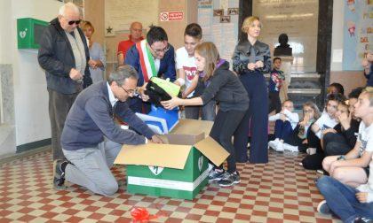 Defibrillatore in dono consegnato alle scuole elementari Merisi