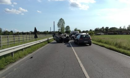 Incidente sulla Sp11, auto ribaltata